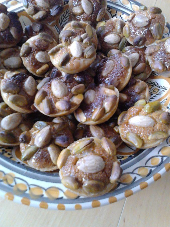 Tartelettes aux pistaches et amandes, crème d'amandes, sirop de miel et fleur d'oranger