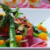 Salade printanière aux Asperges Vertes au Jambon Cru et à la Mangue
