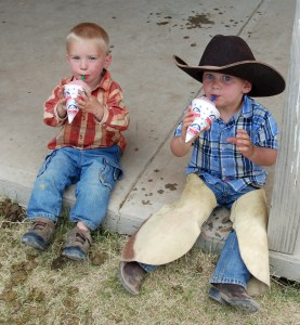 Tiarnan and McCoy with snowcones