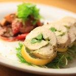 便利な調理グッズ!カエルシリコンのお料理糸で「鶏胸肉のバジルチーズ隠元巻き」