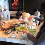 """在東京文華東方功能表早餐自助餐式""""keski""""的各種"""