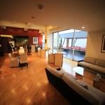 """Café-bar """"garaku"""" jinzu River with seasonal views"""