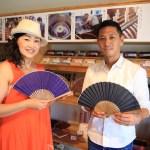 「ぬくもり工房」ネパールの大統領へ浜松の伝統工芸品の遠州綿紬扇子を!