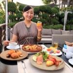 「リーバスーリヤバンコク」多種多様なビュッフェ形式での優雅なリバーサイド朝食