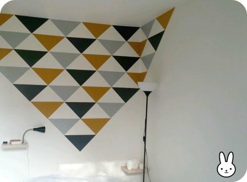 créer mur avec triangles stickers DIY