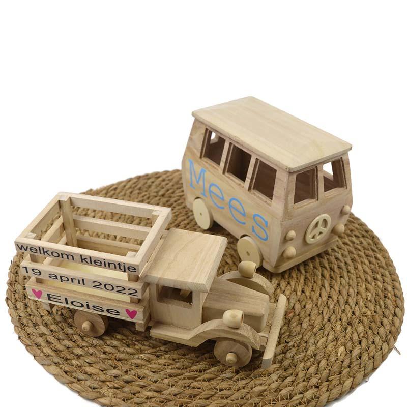 houten geboorte auto`s