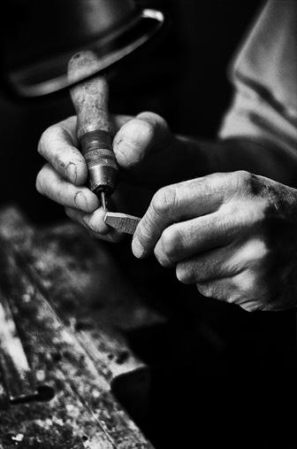 noir et blanc main travaillant