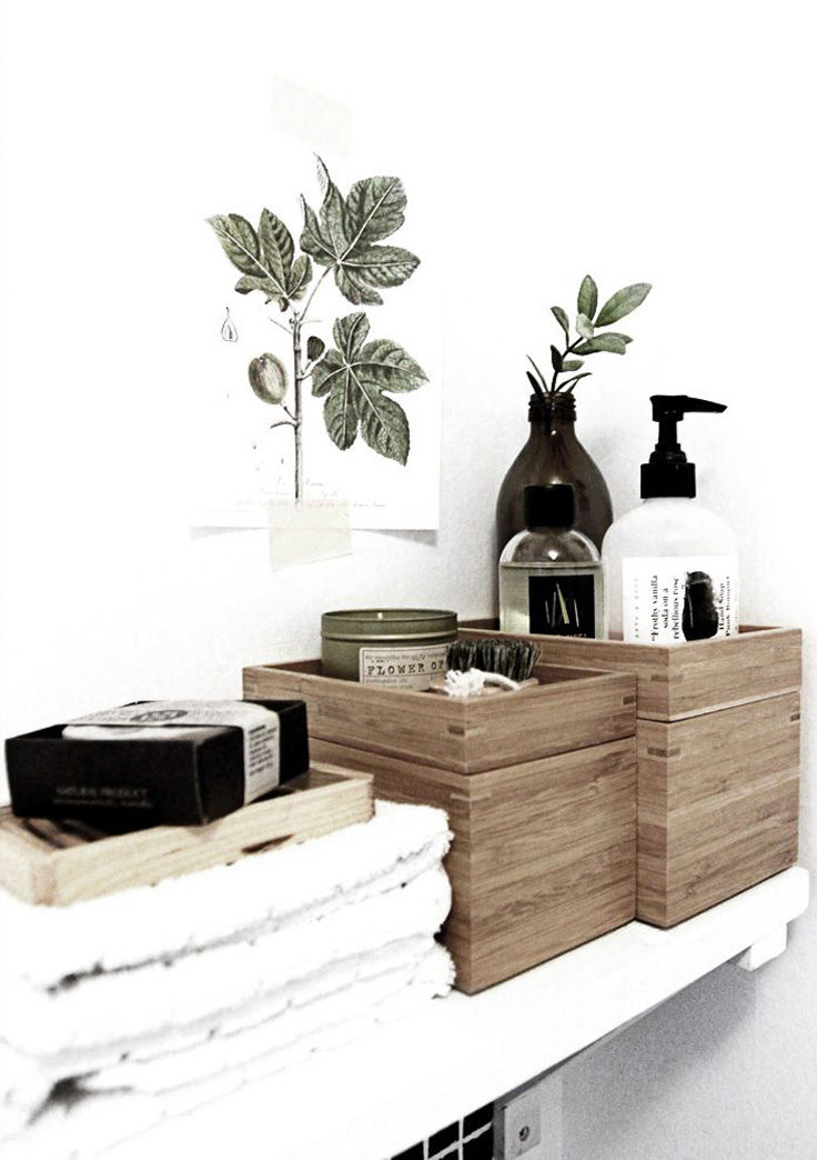 salle de bain boite en bois produits noir et blanc