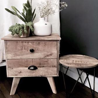 tabouret bois et plantes