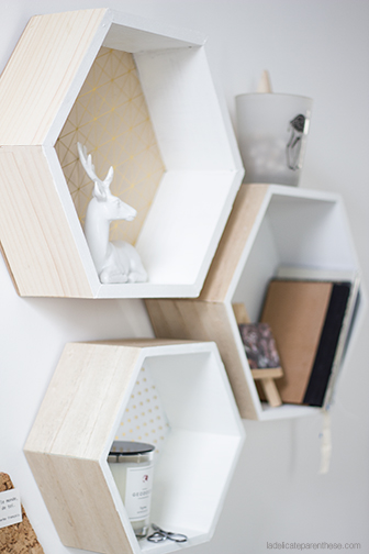 diy des tag res hexagonales pour son bureau. Black Bedroom Furniture Sets. Home Design Ideas