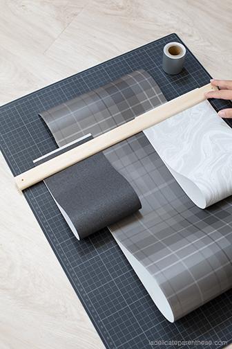 Utiliser les papiers peints pour en faire un porte revues mural