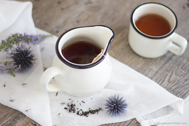créez des sachets de thé fleuris dans des nuances bleutés pour l'automne, bleuets et chardon