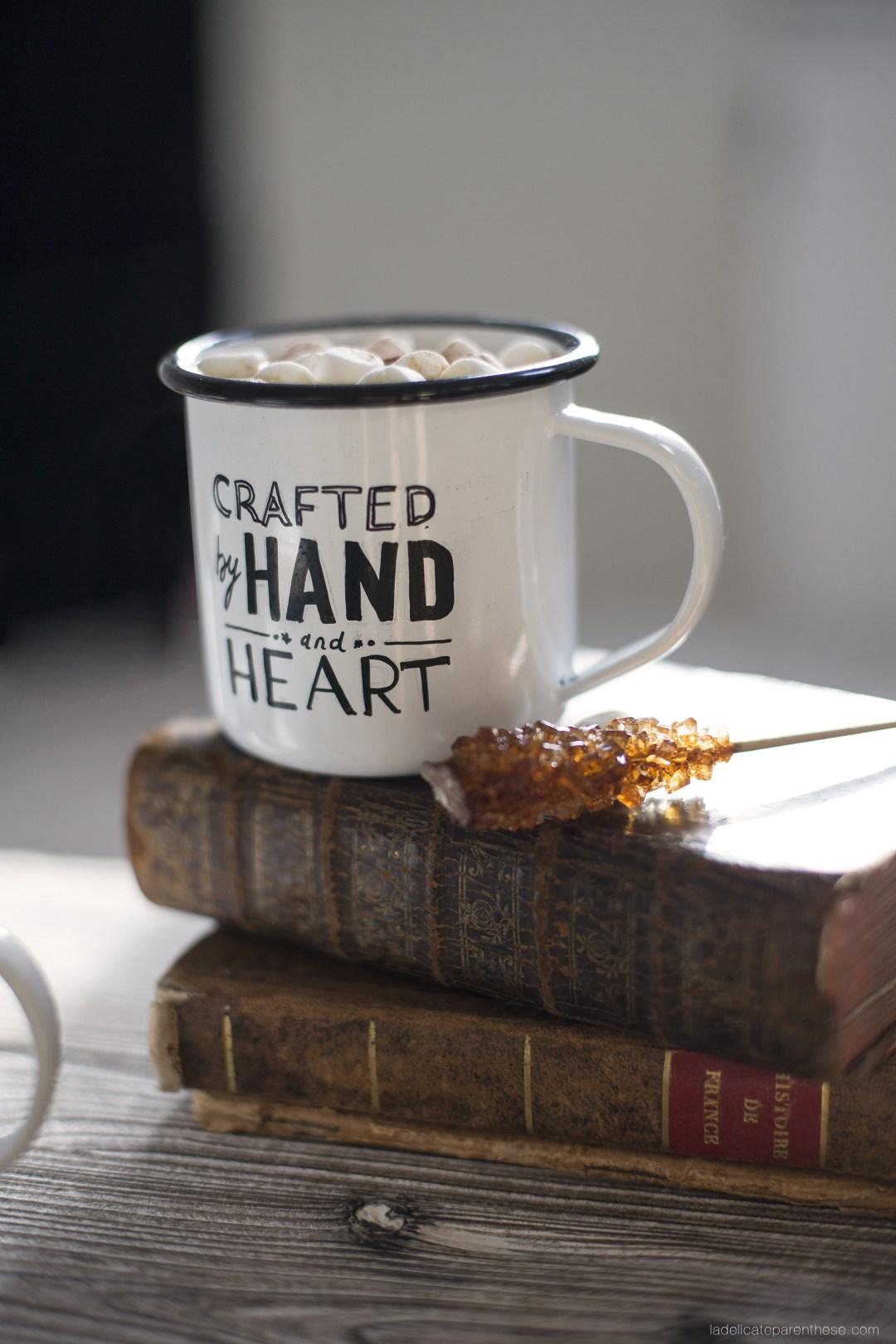 création DIY mug émail pour le chocolat et café