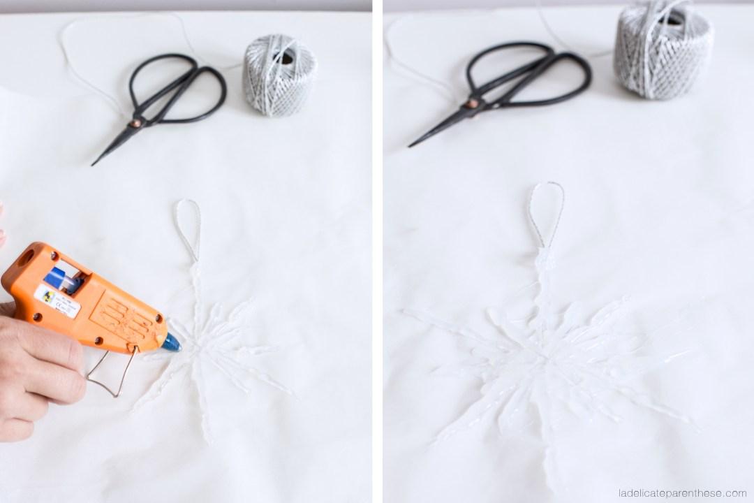étapes de réalisations DIY création de flocons de neige pour noel, déco de dernière minute