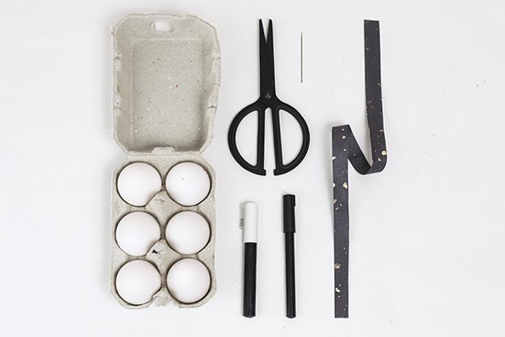 outils oeufs de Paques création table