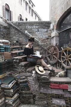 Libreria Acqua Alta, pile de livres dans venise