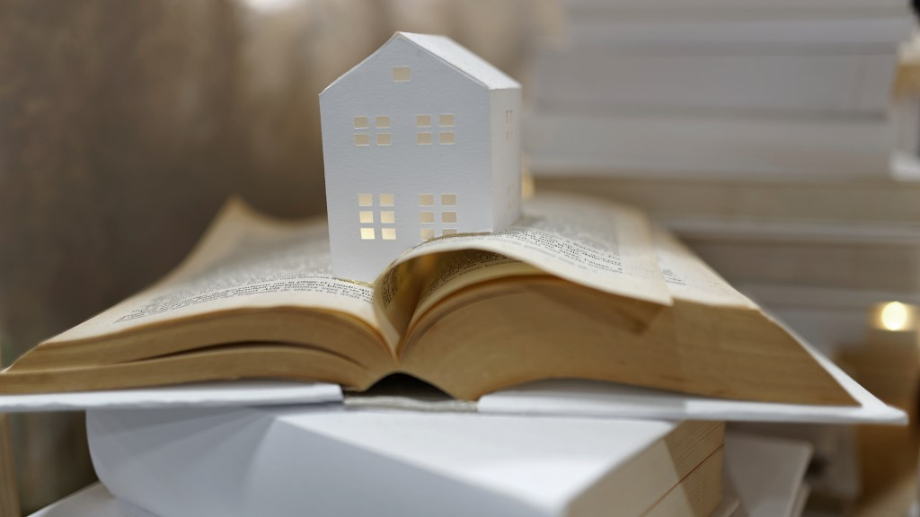Vitrine CSF maison pliage papier