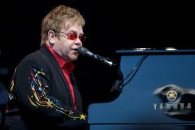 Elton John en Norvène - photo de Ernst Vikne - La Déviation