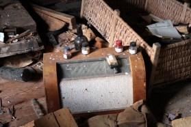 Ödetorpet, gammal radio på vinden