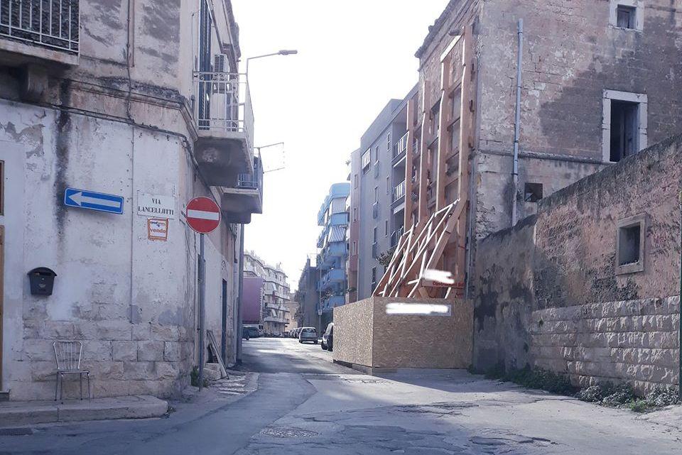 Via Abate Bruni, il Comune ordina alle imprese di consolidare la palazzina pericolante