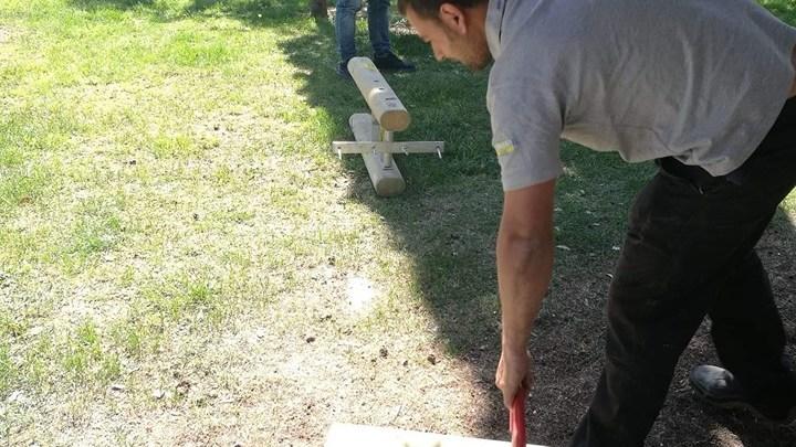 Il Sindaco si taglia lo stipendio e dona un Parco Giochi alla città