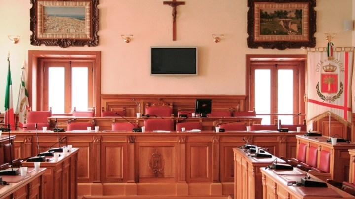 Il Consiglio comunale torna nella sala consiliare di Palazzo San Domenico