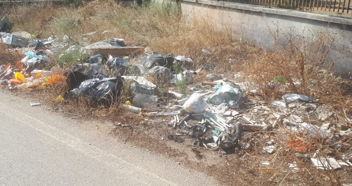 Ancora rifiuti bruciati a Sant'Andrea, ex Assessore Ruggieri: a questa politica locale manca l'«abc»