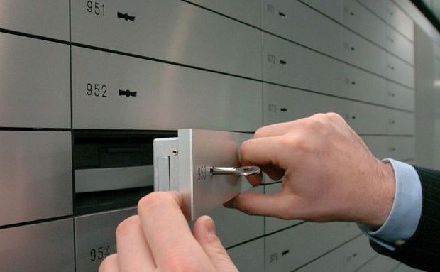 Cassetta di sicurezza svuotata da un altro cliente, storia di un'odissea al Monte Paschi di Bisceglie