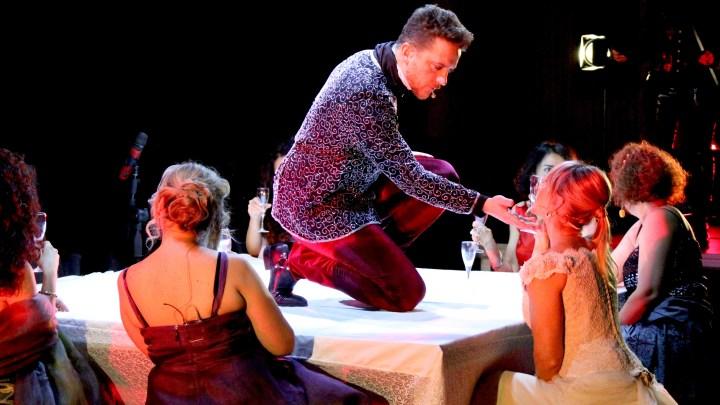 """Applausi per la prima di """"Hotel Dorian Gray"""" andata in scena a Bisceglie"""