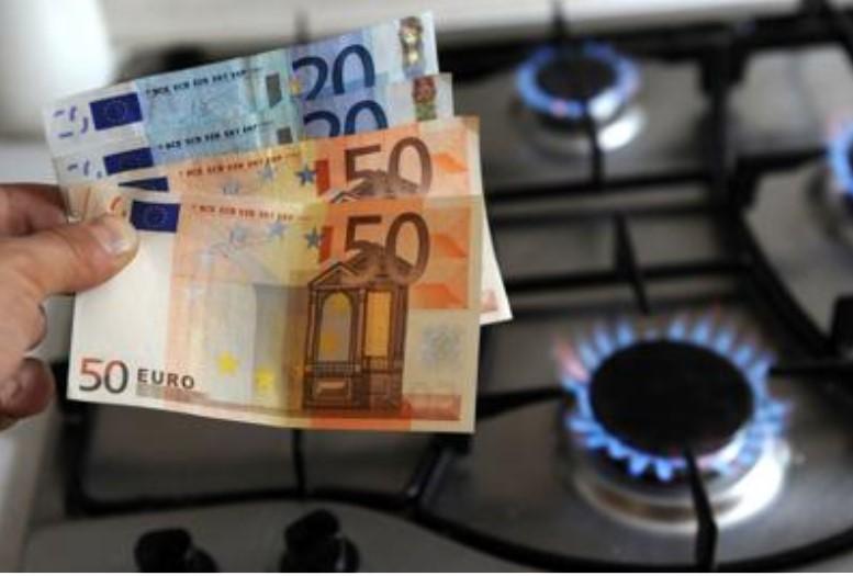 Bolette luce e gas più basse da aprile, ma il Governo non c'entra