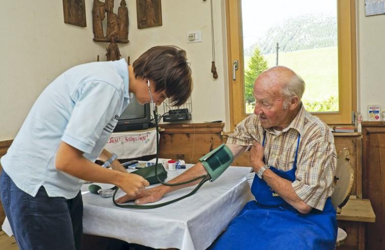 Cgil Puglia: gli anziani che stavano male ora stanno peggio, assisteteli a domicilio