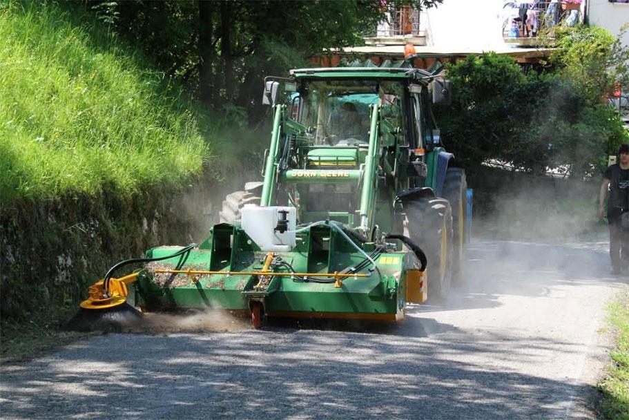 Stasera il lavaggio delle strede con i trattori
