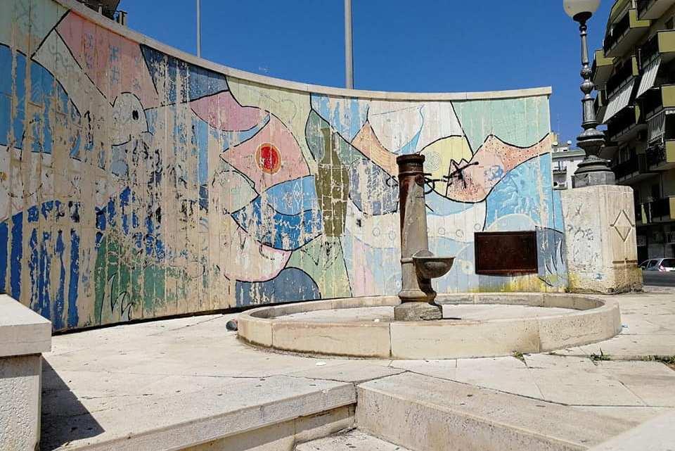 In mattinata l'inaugurazione della fontana e del murales in via Maggior Calò
