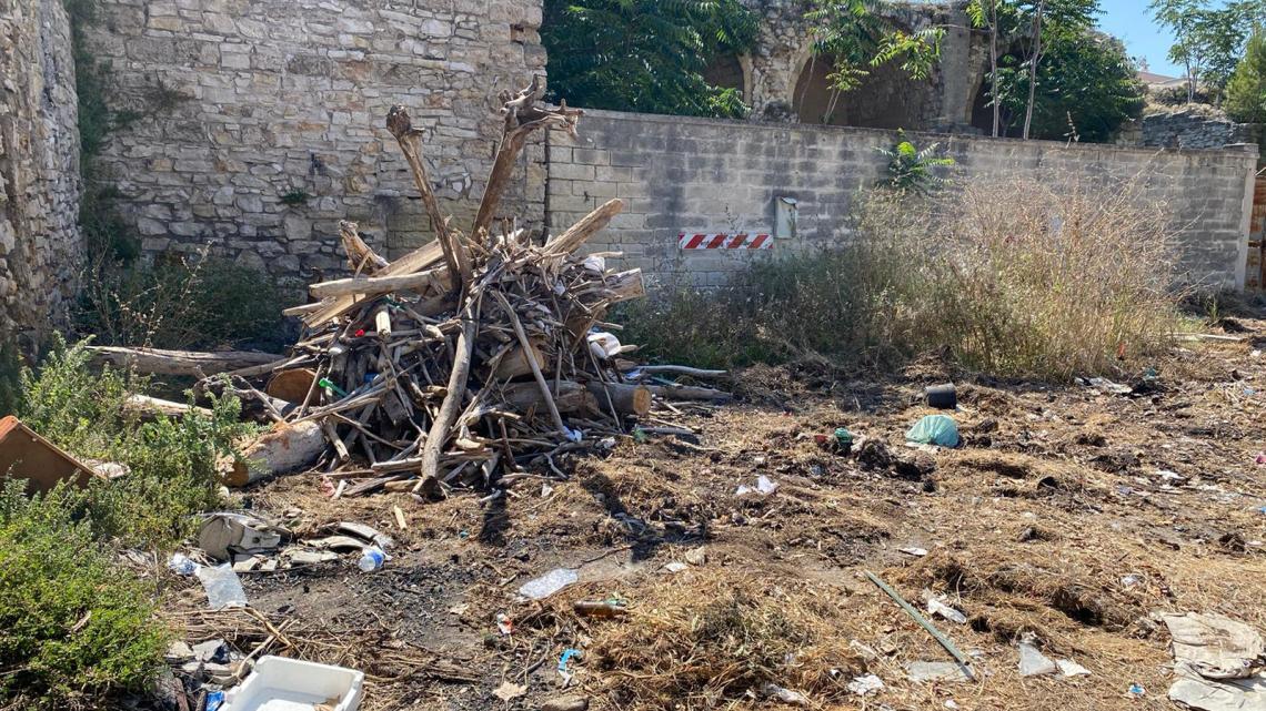La denuncia del M5S: rifiuti e degrado al Bastione San Martino