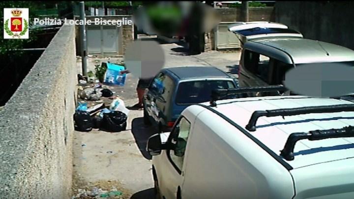 Abbandono dei rifiuti: fototrappole ancora in azione, multati incivili (IL VIDEO)