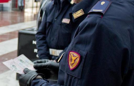 Due bustine di droga e un coltello: 22enne denunciato dalla Polizia Ferroviaria