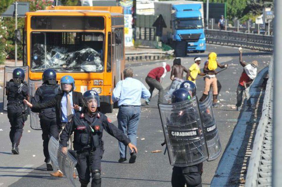 Galantino e Gemmato (FdI): al CARA di Bari violenze su Forze Dell'Ordine. Episodi in crescita