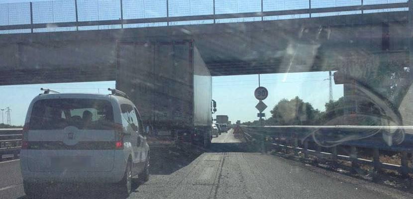 Auto contromano per 25 km sulla Statale 16, denunciata conducente di Bisceglie