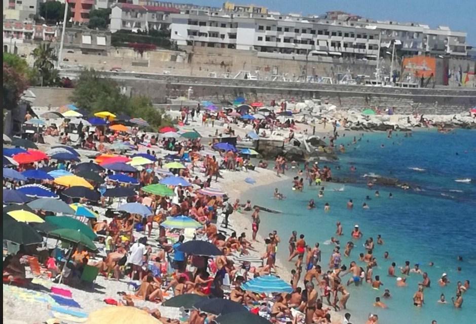 Basta con le spiagge e la movida? Emiliano chiede un incontro con tutti i Prefetti della Puglia