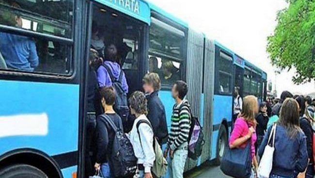 Covid: Cgil Puglia, la Regione aumenti le corse di bus e di treni