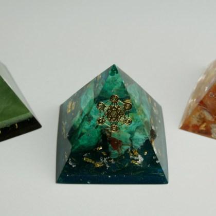 Pyramidy, kyvadla, amulety