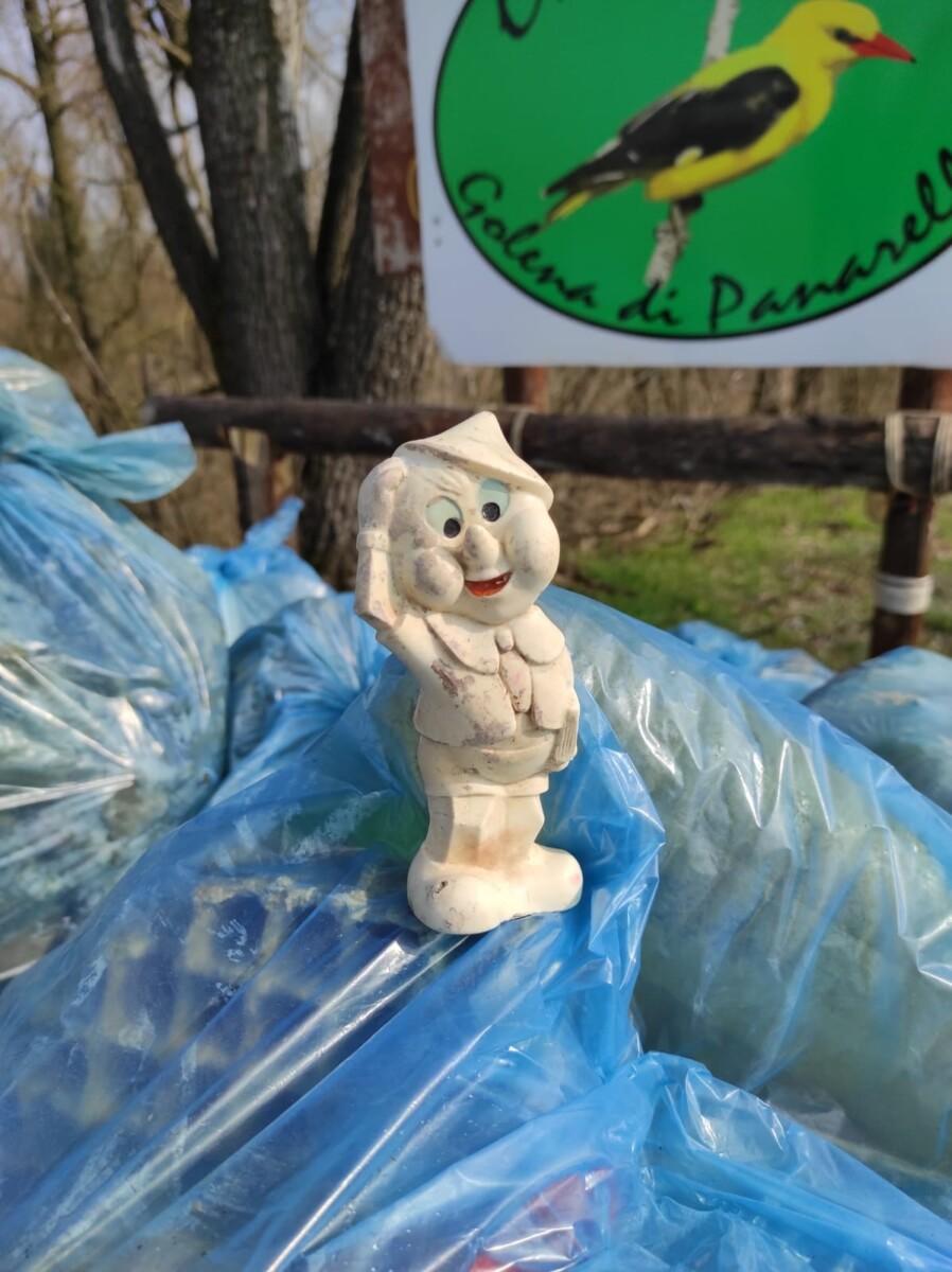 Basta plastica, tra i rifiuti anche Pinocchio