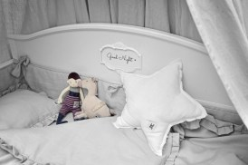 Linen_bedding_misty_grey_lifestyle_01