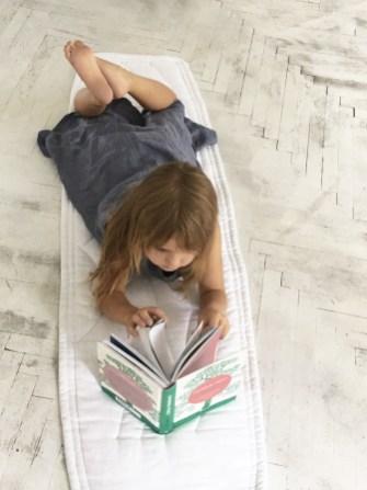 mata-narzuta-dywanik-relax-len-lniana-biała-ławka-sypialnia-7