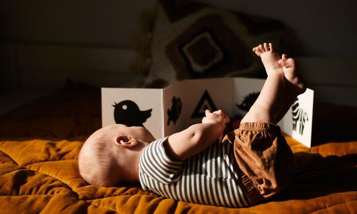 Pierwsze książeczki. Jak bawić się z niemowlakiem?
