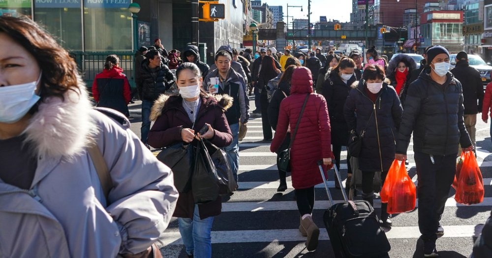 New Yorkers wearing masks against corona virus