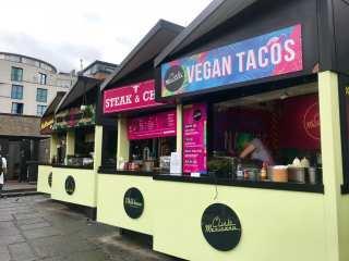 Comidinhas veganas no Camcen Market em Londres (foto Andrea Miramontes/ Lado B Viagem)