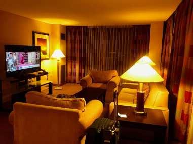 Quarto e amenities do Hilton Chicago O'Hare Airport (Andrea Miramontes/ Lado B Viagem)