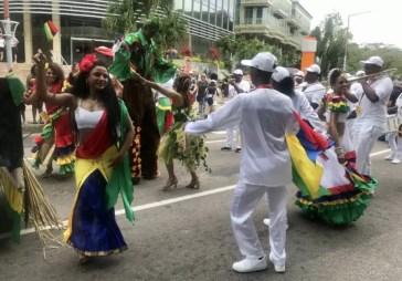 Desfile de Carnaval - Andrea Miramontes / Lado B Viagem
