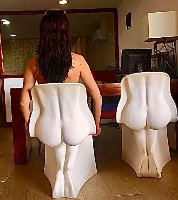 Cadeiras divertidas na recepção do hotel - Andrea Miramontes